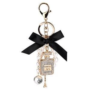 2020 Nouvelle perle d'imitation bouteille de parfum Keychain Porte-voiture Porte-clés Sac Charm Pendentif Accessoires Bow Porte-clé Porte Fashion