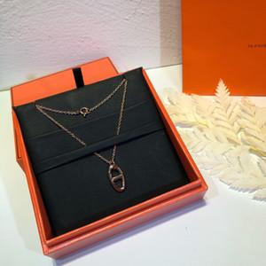 Señora del diseñador del collar del temperamento simple Datación romántica colgante, collar de carbono de alta Taladro cerdo pulsera de la nariz