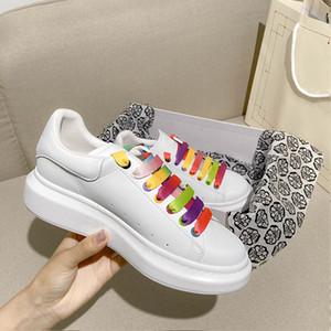 Konfor Günlük Ayakkabılar Kadınlar Erkek Günlük Kaykay Ayakkabı Glitter Shinny Moda Platformu Yürüyüş Eğitmenler gökkuşağı ayakkabı