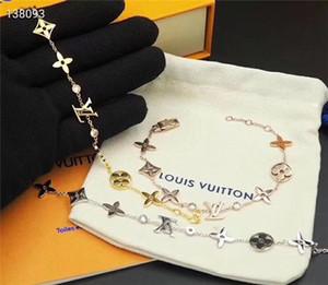 Belle New Luxury Designer Charm Bracelets pour les femmes lettre fleur Pendentif perles charme Bangle comme cadeau Accessoires Bijoux Diy Mariage