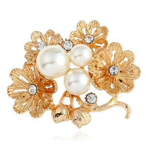 Explosive European and American fashion creative goddess multi-layer Daisy pin Flower Pearl Brooch