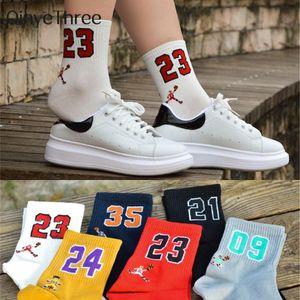 Yüksek Kalite Moda Erkek Gülünç Nefes Basketbol Spor Yıldız Lucky Number 09/21/23/24/35 Unisex Harajuku Mutlu Çorap