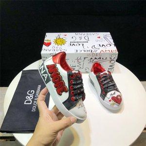 Sapatos de crianças Sapatilhas de Amor Em Forma de Coração Lace Up Shoes Moda Rabisco Tênis Coloridos Sapatos Lindos Com Caixa Idéia de Presente de Aniversário para Crianças