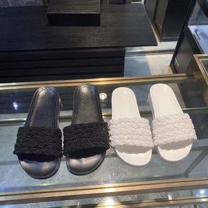 2020 luxe plat pantoufles strass Femme perle tressée sandales femmes de travail Designer chaussures habillées fille glisser à fond plat chaussures de plage 43/12