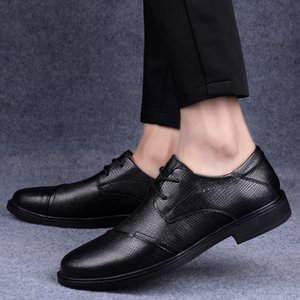 Men oxfords British casual genuine Leather shoes lace up Bullock shoes Loafers breathable Men Flats Pointed Toe party