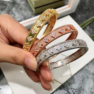 Высочайшее качество позолоченные медь cz камень цветочные браслеты для женщин новое поступление горячий продавать новые роскошные ювелирные изделия