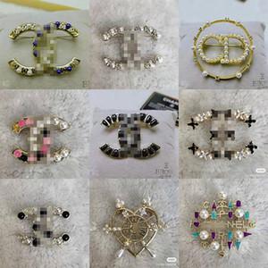 DHL di alta qualità perla del Rhinestone Brooches di modo monili di lusso Lettera Spille Pins Top Spilla cristallo Gold Fashion