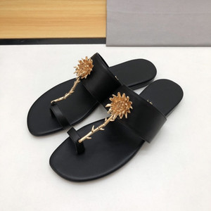 Luxury designer leather sandals, summer ladies classic hot sale slippers high quality outdoor beach hotel luxury slippers