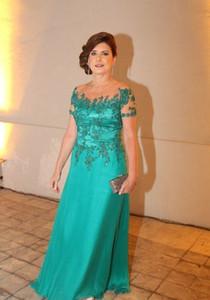 Elegante Mutter der Braut Kleider Sheer Ausschnitt Applikationen mit kurzen Ärmeln bodenlangen Chiffon Sexy Abendkleider