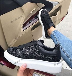 2020 Black Velvet Hommes Femmes Chaussures Chaussures Belle plate-forme Sneakers Casual Chaussures en cuir Solid Colors Dress Chaussures