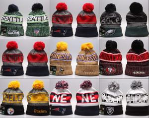 Commercio all'ingrosso 2019 nuovo cotone caldo tutto della squadra di calcio Pom Pom Berretti Uomo Donna Beanie di inverno cappelli berretto di maglia con le protezioni di Pom Cheap Sport Skull
