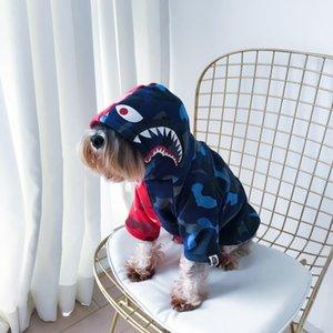 Köpekbalığı Dikiş Renk Pet Kapüşonlular Kırmızı Mavi Ortak Popüler Logo Köpek Kedi Giyim Teddy Schnauzer Yavru Sonbahar Kış Fleece Kapüşonlular