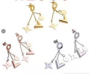 2020 novo designer de luxo Stud brincos jóias mulheres da flor de quatro folhas brincos de aço inoxidável Jóias Presentes frete grátis