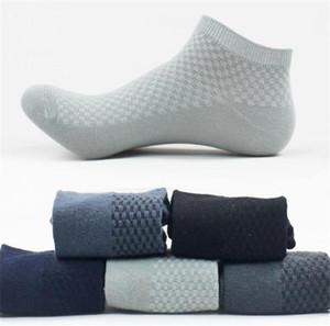 Lunghezza Plaid Calzini Primavera Designer Men Calzino Pantofole sport respirabili Stretch solido di colore Mens calze sportive