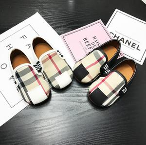 Marka tasarım çocuk bebek rahat ayakkabılar çocuk moda ekose çocuk ayakkabıları çocuk bezelye ayakkabı içinde yumuşak alt kaymaz beyaz
