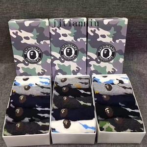 Calcetines de algodón corta de los hombres de camuflaje Stocking deporte de la manera Calcetines animales del bordado Clásicos Calcetines 5 pares con caja de regalo
