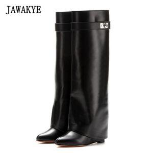 JAWAKYE Серебряный металлический замок акулы колено высокие сапоги женщины дизайнер острым носом кожаный Клин увеличить высоту туфли на высоком каблуке женщина