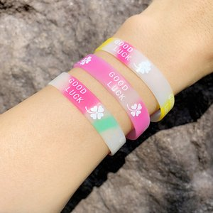 10pcs Candy Color Sport Silicone Bracelets Good Luck Clover Rubber Wristband Bracelet Bangles Fashion Jewelry Gifts brtc36