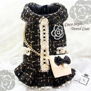 الشحن مجانا خمر فاخرة الذهب الأسود الملابس الرجعية الكاميليا C بروش حقيبة سلسلة التويد الكلب معطف الحيوانات الأليفة القطط ملابس دروبشيبينغ