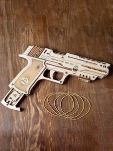 Свободная перевозка груза Новая Украина Деревянная механическая коробка передач Модель игрушки Всплески Резинка Пистолет игрушка Детский собрание