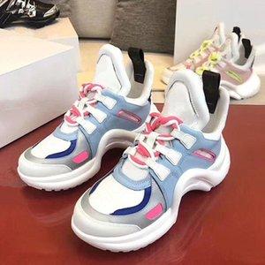 2020e 하이 엔드 남성과 여성이 편지를 저 탑 캐주얼 스포츠 신발, 자수 절묘한 높은 품질의 패션 야생 커플 파티 신발 rc11