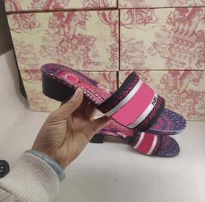 Luxus Frauen Sommerstrandschuhe Medium Ferse Designer Strick Stickerei Slippers Damen Blumen gedruckt Sandalen Flip Flops