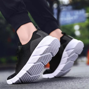 With Socks cheap fashion Luxury Men Women Running Shoes triple black white Breathable Sport Sneaker Mens Trainer classic walking shoes