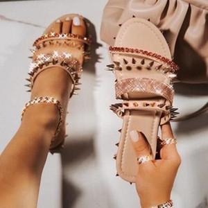 أنيق المسامير شقة النعال في الهواء الطلق الصيف أحجار الراين أحذية للنساء لونين زائد حجم مطرز سيدة شاطئ النعال