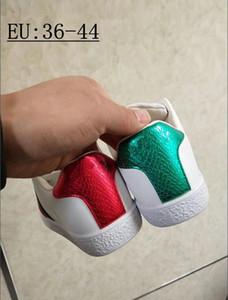 Любители бренда обуви Супер огонь звезда с той же обуви Вышитые моды уличной моды пара белых мужчин плоские туфли