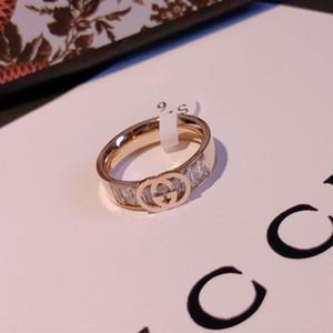 design de luxe conçu la bague lettre de bague de femmes homm acier or rose 18 carats bague de fiançailles en or pour les femmes yt1s8