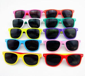 20pcs occhiali da sole in plastica classico retrò occhiali da sole quadrati d'epoca per le donne degli uomini adulti occhiali dei bambini dei capretti occhiali