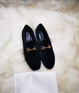 Großhandel Schwarz Samt Müßiggänger Frauen Universal Mode Rindsleder Leder Lässige Klassische Kleid Schuhe Männer Gummisohle