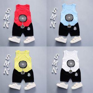2019 Cuello redondo de algodón fresco y refrescante estilo verano Patrón de araña de dibujos animados con chaleco y pantalones cortos dos piezas para niños y niñas