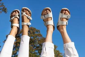 2020 Горячей Продажа-Arizona С Orignal Brand Logo Мужской женщиной плоских сандалии Casual елочки сандалия пляж летом из натуральной кожи Тапочки