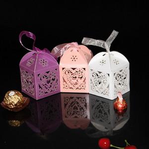 Свадебные коробки конфет Love Heart Hollow Baby Shower Благоприятная Box Подарки Фавор Держатели с лентой партии Сумки украшения Снабжение бумагой