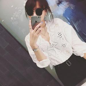 Corea del Sud agenti di acquisto 2019 della molla di nuovo stile coreano in stile solido della cavità di colore fuori Crochet con scollo a V Loose-Fit Pullover Shirt