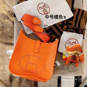 Moda mulheres clássico Hot Últimas pequeno saco quadrado macio e durável, o estilo é mais casual, pode ser inclinado para trás, ombro único 021903