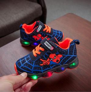 2020 Led lumineux Spiderman pour enfants Chaussures garçons filles Lumière enfants lumineux bébé Sneakers maille sport Garçon Fille Led chaussures légères