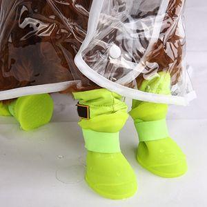 Perro de silicona Material de alimentos para mascotas zapatos al aire libre botas de lluvia caliente Fleece interior antideslizante impermeable lluvia botas de protección para los perros