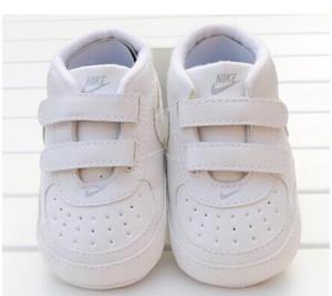 2019 Bebé recién muchacho suave únicos zapatos del niño antideslizante zapatilla de deporte casual infantiles del prewalker clásico el primer caminante