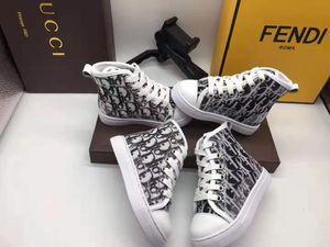 Sapatos de basquete Little Boy Sneakers Design Letra D 2020 moda sapatos de ténis Andar a pé instrutor para o bebé Esporte Kid sapatos