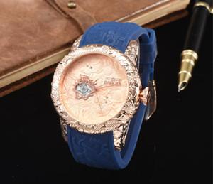 Quente! Novo Relógio Duplo Dragão relógio de quartzo Laser Carving Dragão Padrão de discagem high-end de luxo dos homens da moda das mulheres de corrida Assista