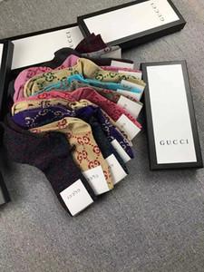 18 colores con caja de regalo de seda de oro Marca diseñador Shows medias de la manera calcetín carta Mujer Calcetines de punto de algodón A02