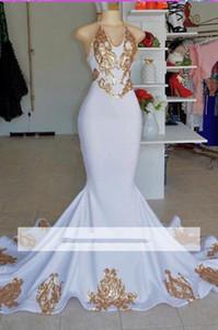 Halter sexy d'oro del merletto Appliqued sirena Prom Dresses 2020 bianco poco costoso Halter scollo a V partito convenzionale del vestito da sera d'epoca Pageant Gown BC2178