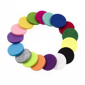 20 unids / lote ronda de colores / forma de corazón almohadillas de fieltro 12/17/22 mm en forma para 20/25/30 mm aceite esencial difusor Perfume Locket collar