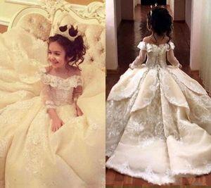Vintage Lace Appliqued Pageant платья с длинными рукавами бальное платье девушки цветка с плеча поезд стреловидности Kid Первое причастие Gowns