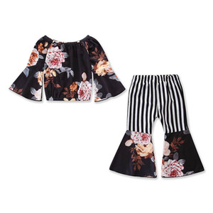 Модные новинки 2019 Летние наряды для девочек Детский костюм с цветочным принтом Топы в полоску и расклешенные брюки Детские комплекты Детская дизайнерская одежда Детский костюм A4699