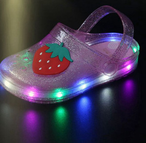 Summer Girls LED Sandals Jelly Sandals Girls Glowing Luminous Strawberry Banana Slippers Summer Non-slip Hole Glowing Beach Sandal KKA7829