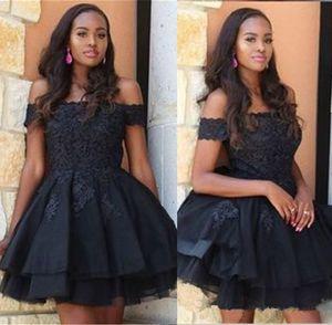 작은 검은 짧은 파티 드레스 아플리케 레이스 바투 오프 어깨 홈 커밍 드레스 라인 클럽 칵테일 가운을 착용