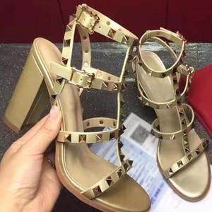 En Yeni 2020 tasarım Deri Kadınlar Stud Sandalet Slingback Bayanlar Seksi Yüksek Topuklar 9.5cm Moda ayakkabılar 8 Renkler CW5 sembolü perçinler pompaları